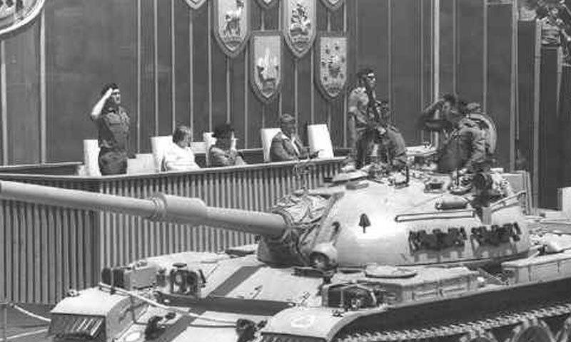 1967 کی عرب اسرائیل جنگ میں کامیابی کے بعد 1968 میں اسرائیلی فوج نے یروشلم میں پریڈ منعقد کی—فوٹو: یروشلم ہسٹری بلاگ پوسٹ