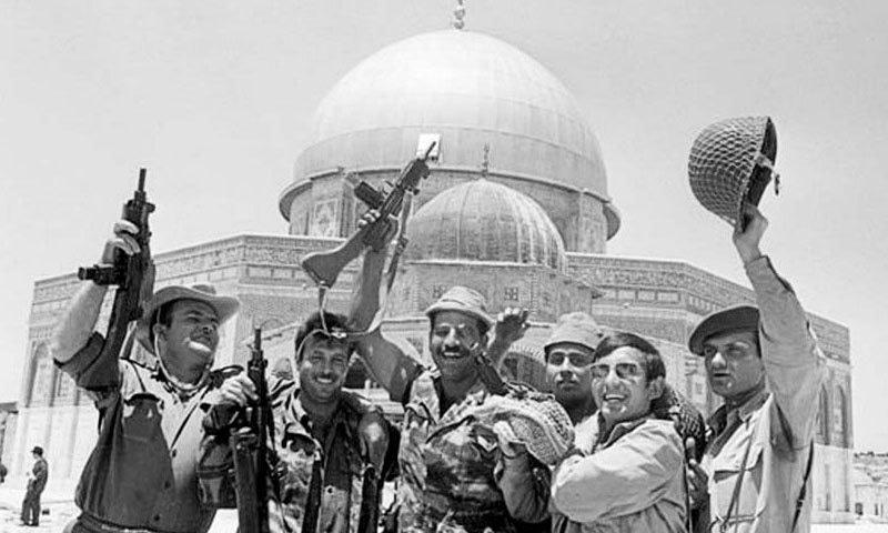 1967 میں اسرائیل نے مشرقی یروشلم پر بھی قبضہ کرلیا، جس میں مسجدالاقصیٰ بھی واقع ہے—فوٹو: اسکیپٹسزم ڈاٹ کام