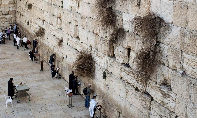 یہودیوں کے لیے مقدس دیوار مغرب یا دیوار گریہ بھی بیت المقدس میں ہے—ٹوئر یوئر وے ڈاٹ کام