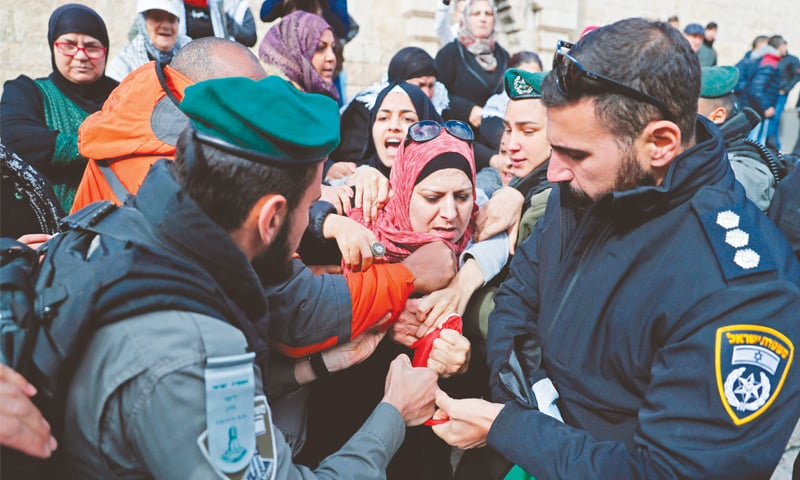 Israeli cops disperse Palestinian protesters outside Damascus Gate in Jerusalem's Old City on Thursday.—AFP