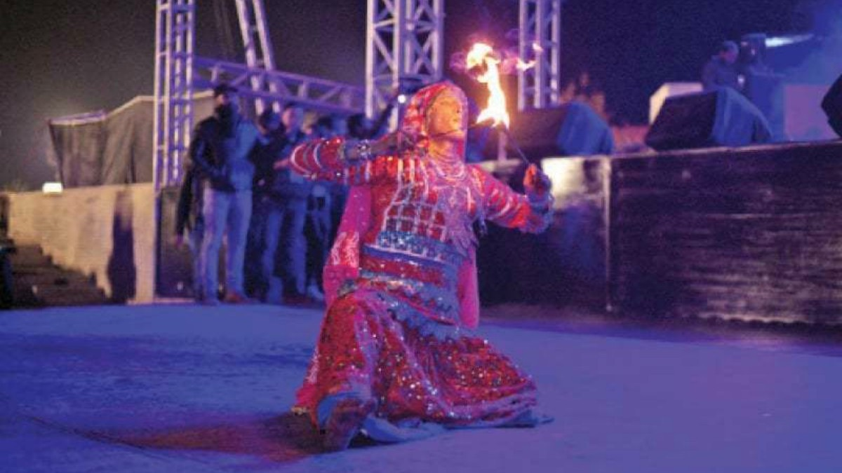 A performer from Krishan Lal Bheel troupe
