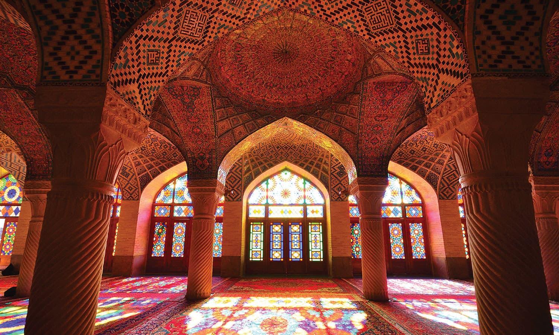ناصر الملک مسجد کو گلابی مسجد بھی کہا جاتا ہے —فوٹو: شٹر اسٹاک