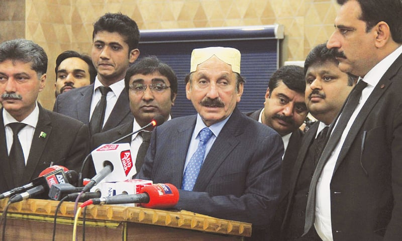 a3b23e07 FORMER CJP Iftikhar Mohammad Chaudhry speaks to the media at a reception  hosted for him by