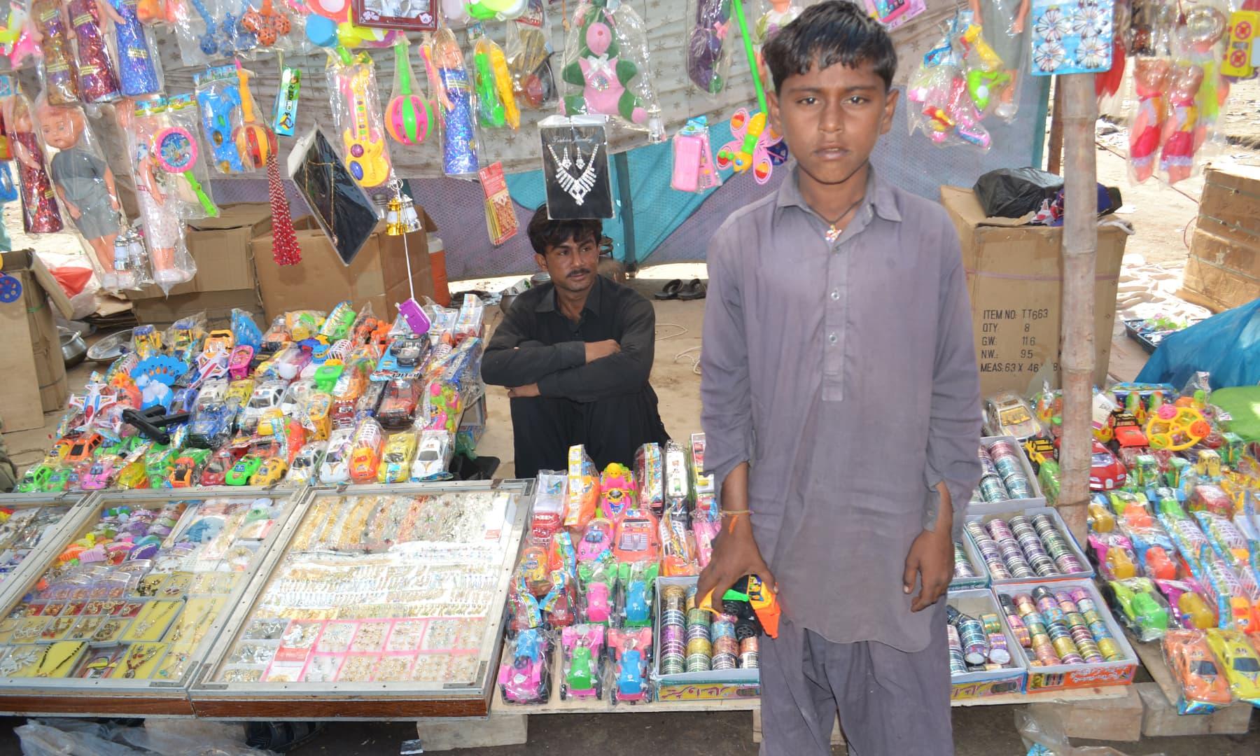 میلوں میں سب سے زیادہ لطف اندوز چھوٹے بچے ہوتے ہیں—تصویر ابوبکر شیخ