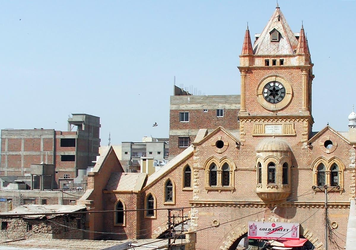حیدرآباد کا ٹاور مارکیٹ۔— فوٹو عبیداللہ کیہر