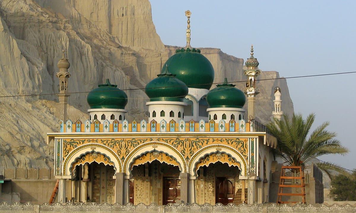 گوادر کی ایک خوبصورت مسجد۔۔— فوٹو عبیداللہ کیہر