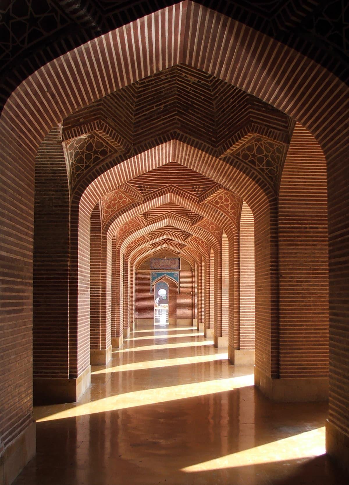 شاہجہانی مسجد، ٹھٹھہ کا اندرونی منظر۔— فوٹو عبیداللہ کیہر