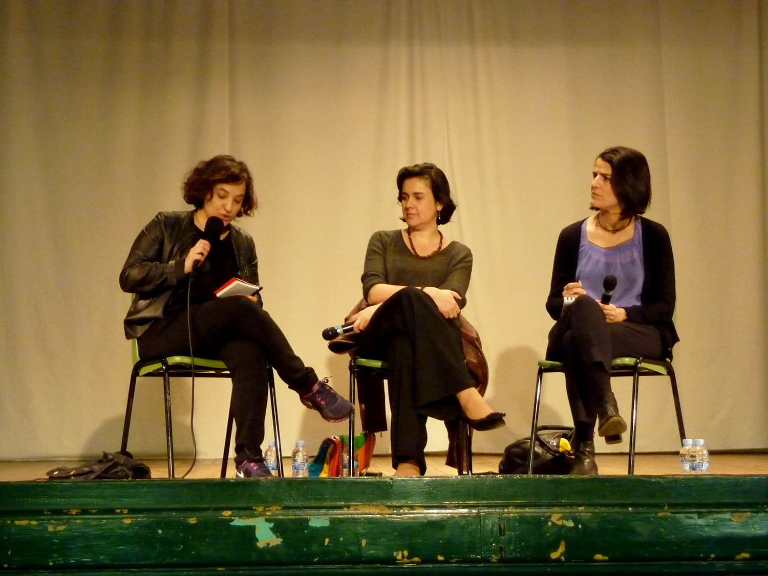 Kamila Shamsie, accompanied by Ana Ballesteros and Judit Carrera, meets students from El Raval at the secondary institute Miquel Tarradell in a talk on writing and Pakistan. -Photo by author
