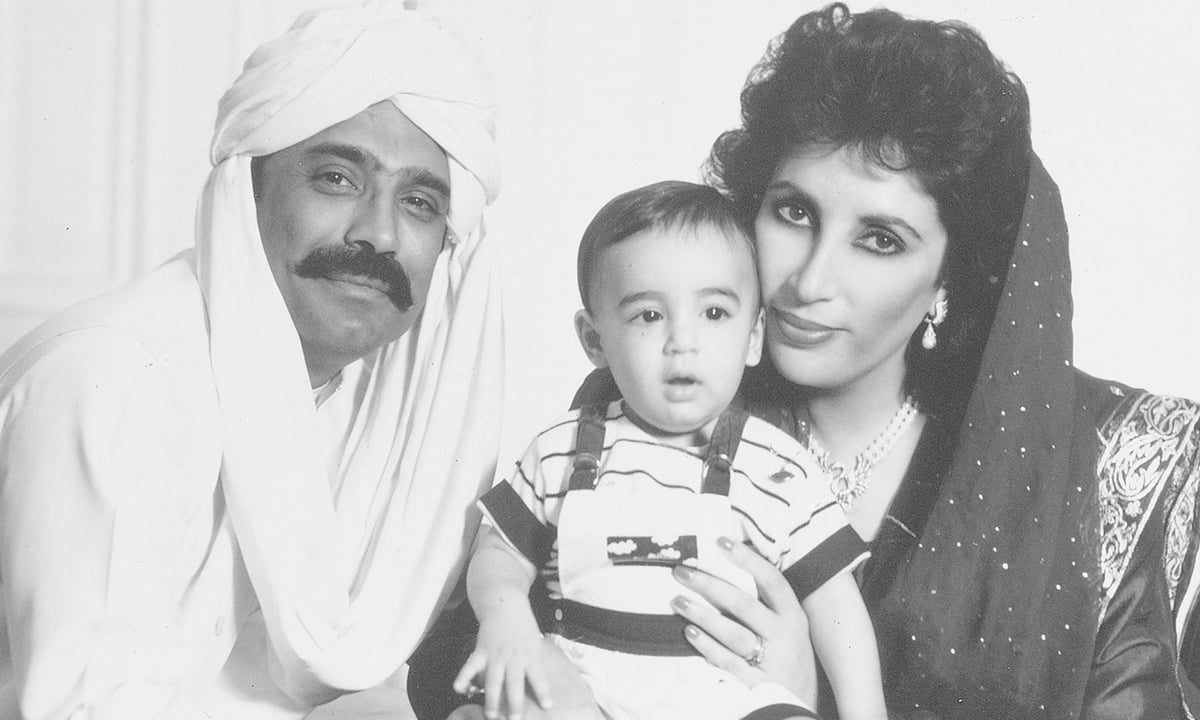 A family portrait of Benazir Bhutto and Asif Ali Zardari with a young Bilawal Bhutto-Zardari  | White Star