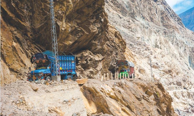A truck travelling on the Karakoram Highway