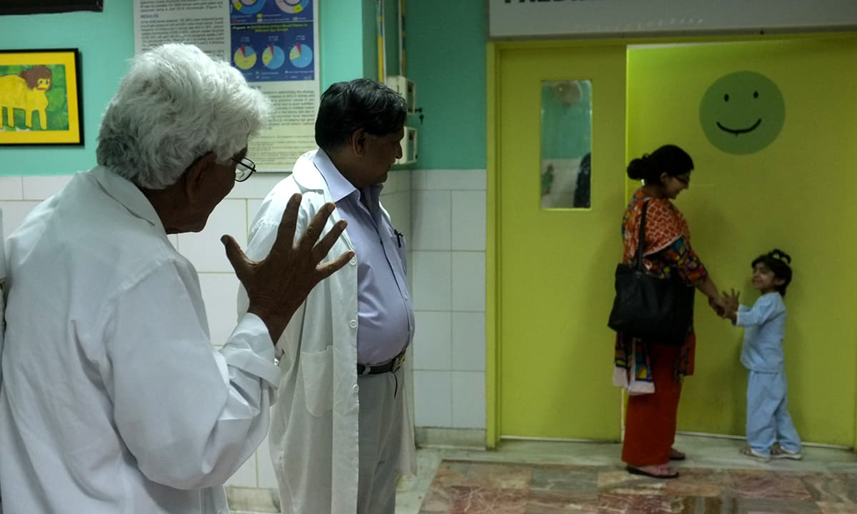 Doctors wave goodbye to a young patient at SIUT | Photo by Arif Mahmood. White Star