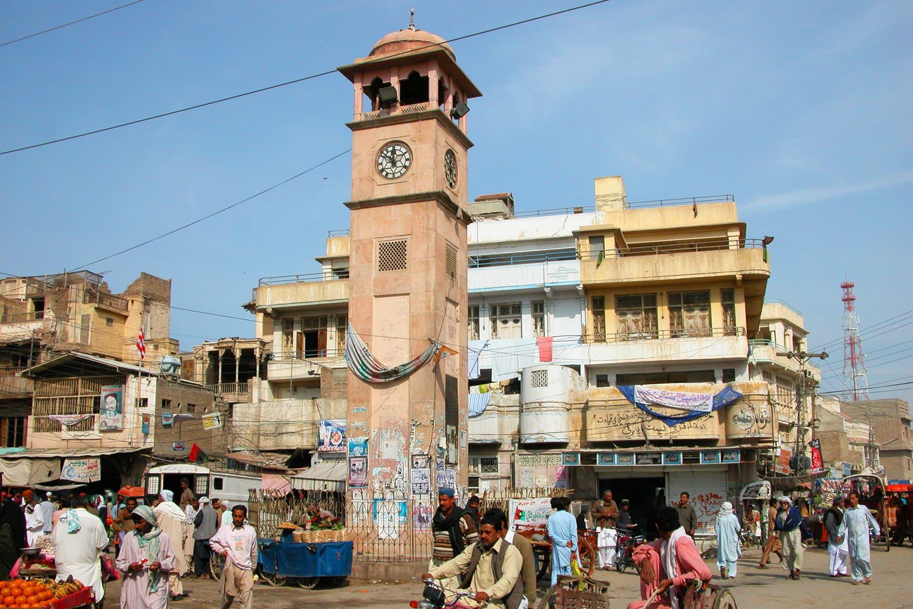 شکارپور گھنٹہ گھر —تصویر عبیداللہ کیہر