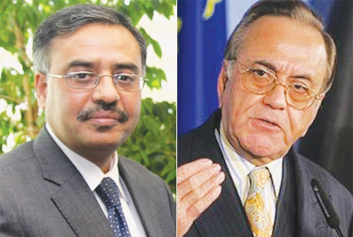 Sohail Mahmood (left), Pakistan's High Commissioner in India, and Khurshid Mahmud Kasuri, the former foreign minister, were among the invitees to a dinner hosted by Mani Shankar Aiyar. The Indian prime minister described the dinner as a plot to undermine his party's prospects in the Gujarat elections.