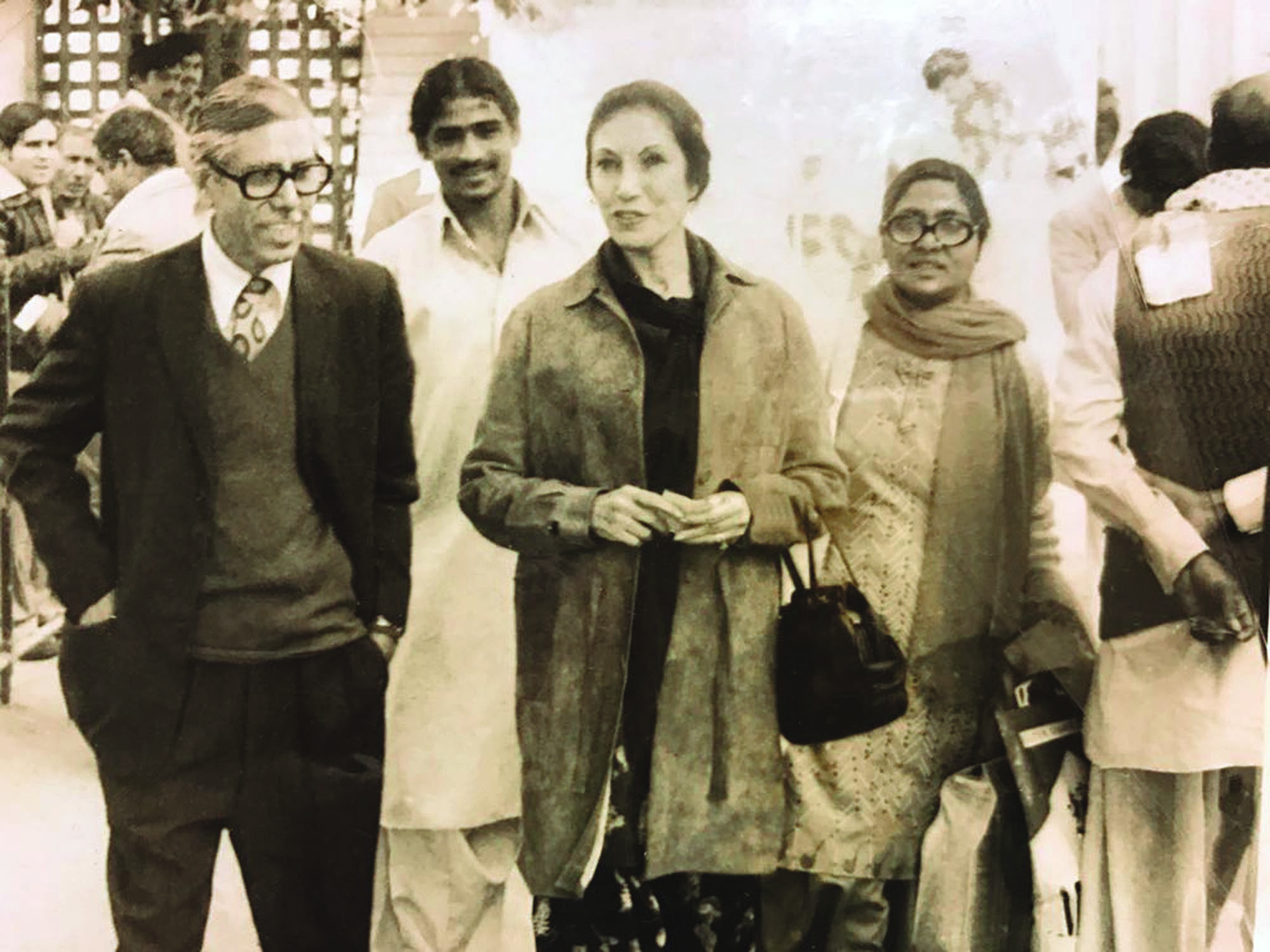 S.G.M. Badruddin with Begum Nusrat Bhutto during his editorship of *Musawat,* the mouthpiece of the Pakistan People's Party (PPP). He later headed *Dawn*'s Economic and Business Review which looked at political economy issues through the prism of the voiceless and with a pronounced sense of social and distributive justice.| Photo: S.G.M. Badruddin Family Archives.