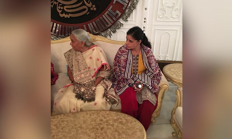 کلبھوشن یادیو کی اہلیہ اور والدہ — فوٹو: دفتر خارجہ