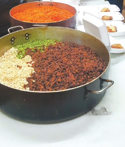 Grated carrots and garnish for the pulao