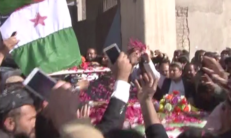 Supporters greeting Achakzai outside the Quetta district jail — DawnNews