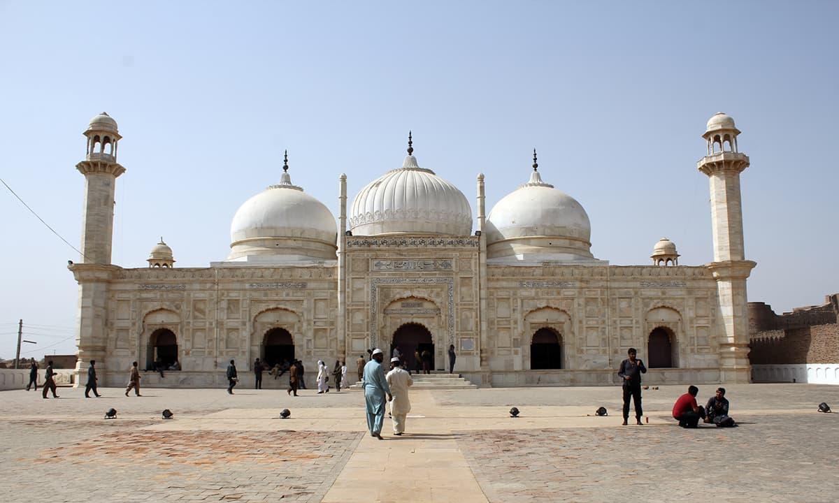 شاہی مسجد قلعہ دراوڑ چولستان۔ —فوٹو عبیداللہ کیہر