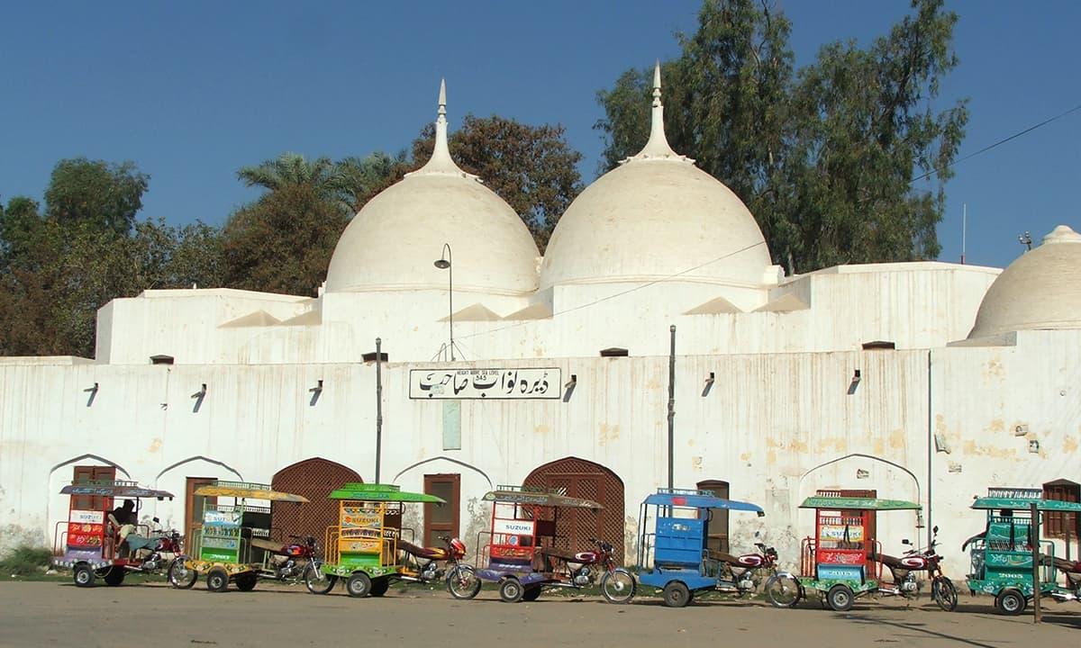 ڈیرہ نواب صاحب ریلوے اسٹیشن۔— فوٹو عبیداللہ کیہر