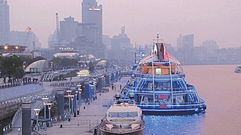 A cruise boat on the Huangpu River.