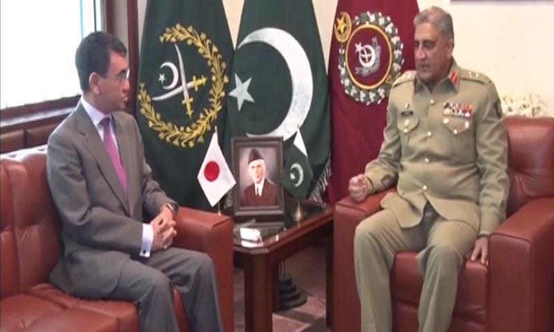 Japanese Foreign Minister Taro Kono meets Gen Qamar Javed Bajwa at the General Headquarters in Rawalpindi.—DawnNews
