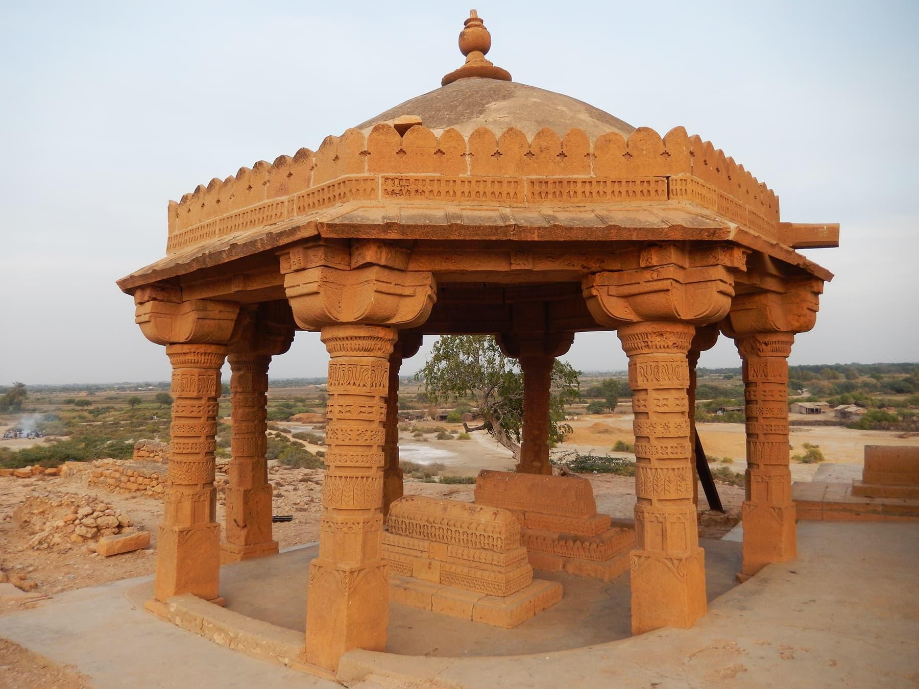 قدیم مکلی قبرستان—تصویر ابوبکر شیخ