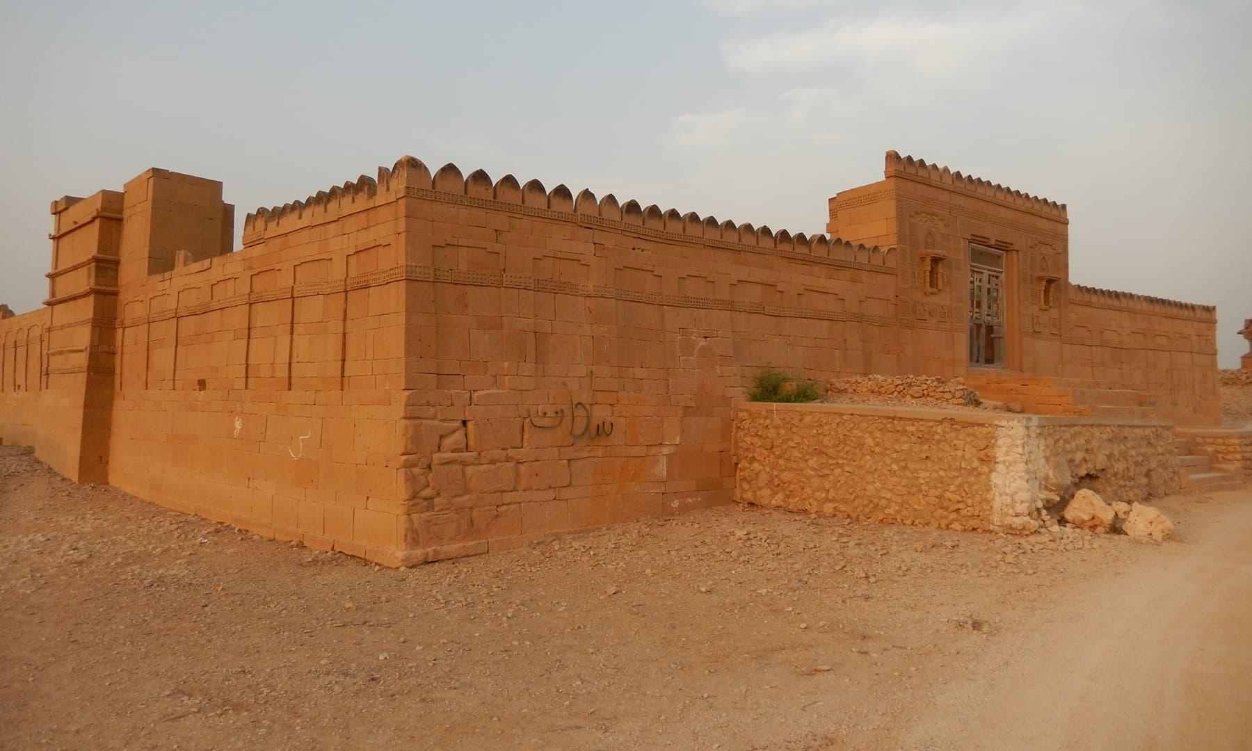 دریا خان کے مقبرے کی چار دیواری —تصویر ابوبکر شیخ