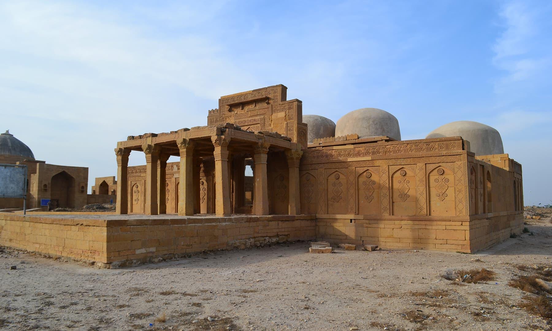 مرزا جان بابا کا مقبرہ —تصویر ابوبکر شیخ