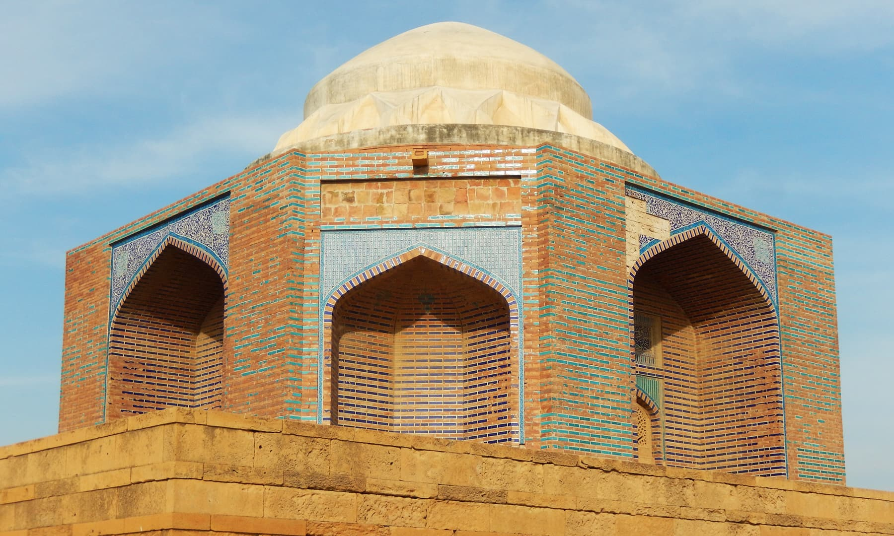 مرزا جانی کا مقبرہ —تصویر ابوبکر شیخ