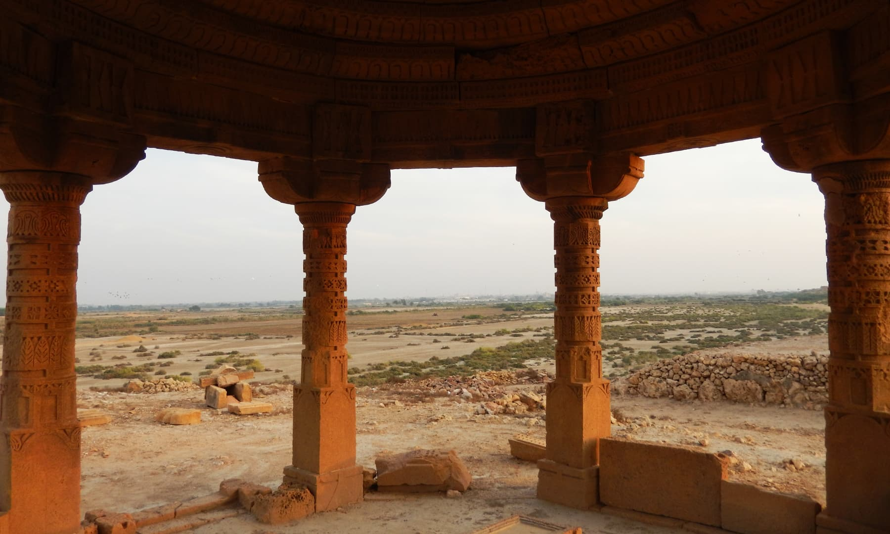 مکلی کے آثار اور قدیم بہاؤ—تصویر ابوبکر شیخ