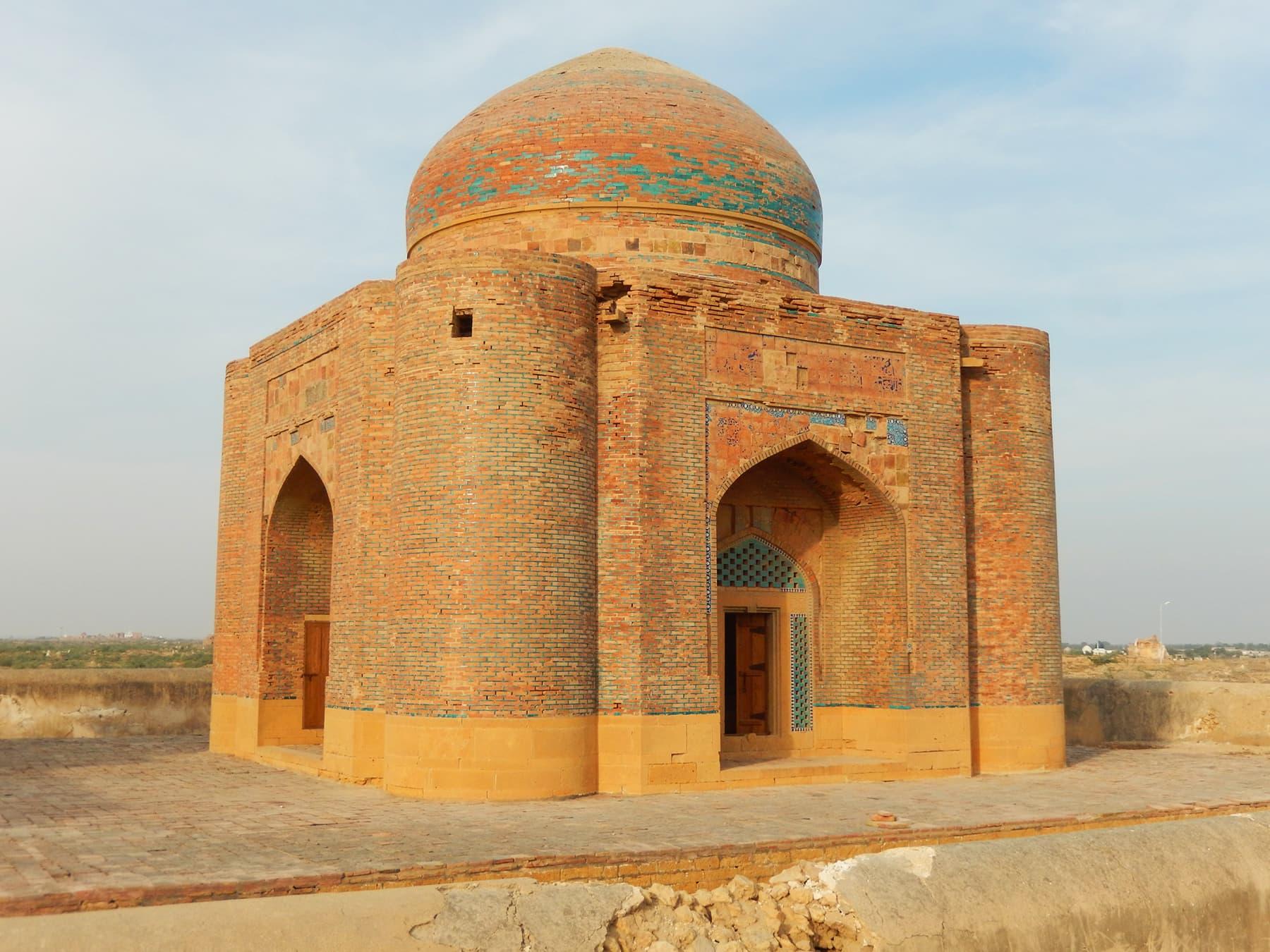 دیوان شرفا خان کا مقبرہ —تصویر ابوبکر شیخ