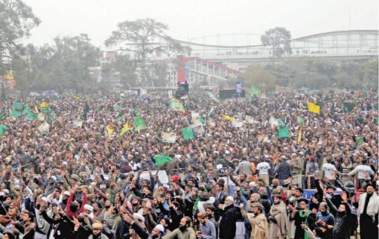 Activists of Tehrik-i-Labbaik Ya Rasool Allah chant slogans at chehlum of Faizabad sit-in victims. — White Star