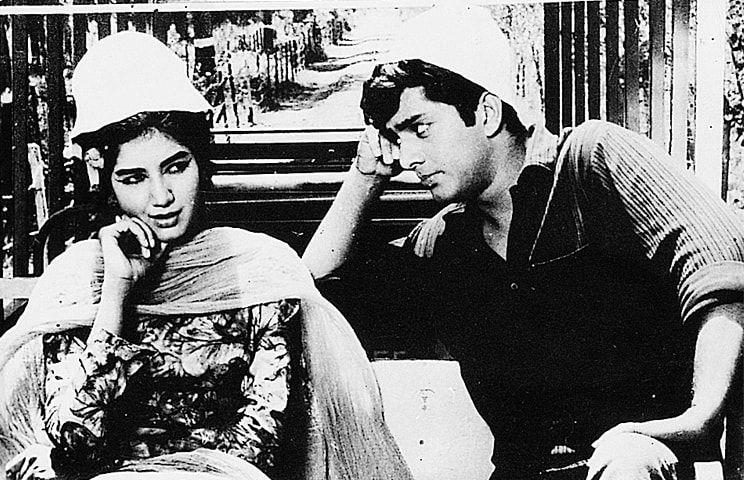 Zeba and Waheed Murad in Rishta Hai Pyar Ka   Guddu Film Archive