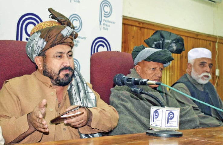 Abdul Ghaffar Shinwari, an Afghan elder, speaks to mediapersons at Peshawar Press Club on Monday. — White Star