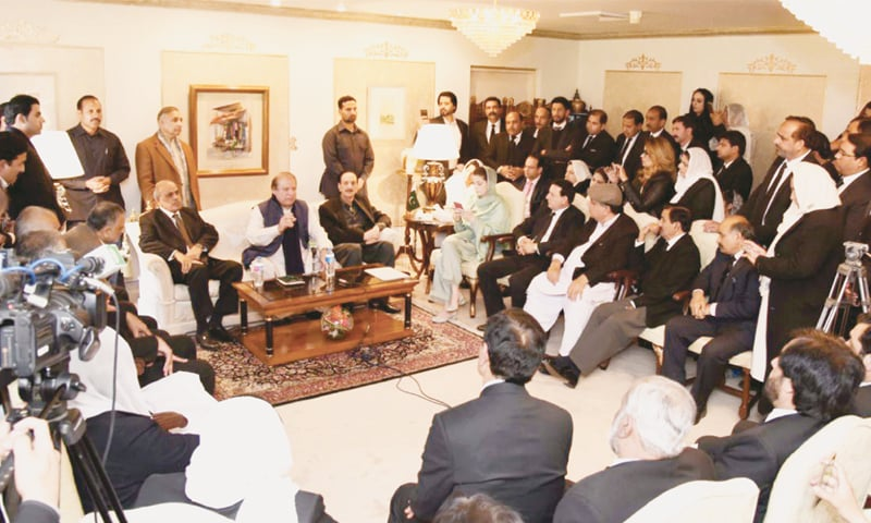 ISLAMABAD: Former prime minister Nawaz Sharif talks to a lawyers' delegation at Punjab House on Tuesday. His daughter Maryam, Senator Raja Zafarul Haq and Punjab Governor Malik Muhammad Rafique Rajwana are also present.—White Star