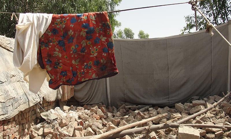 اس سیلاب نے معیشت کو 9.6 ارب ڈالرز کا نقصان پہنچایا جبکہ دو کروڑ لوگ متاثر ہوئے—تصویر شبینہ فراز
