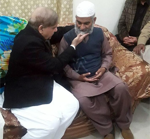 KASUR: Punjab Chief Minister Shahbaz Sharif meets Zainab's father Muhammad Amin on Thursday.—Online