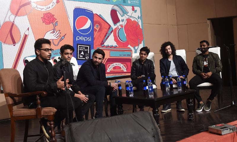 The Q&A session with Kashmir - Photography: M. Arif / White Star