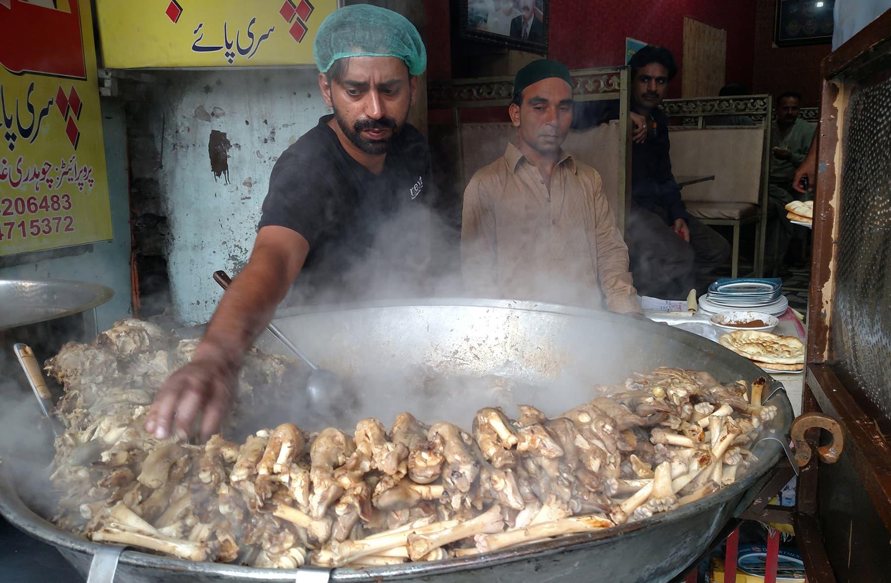 لاہوری پائے —تصویر عبیداللہ کیہر