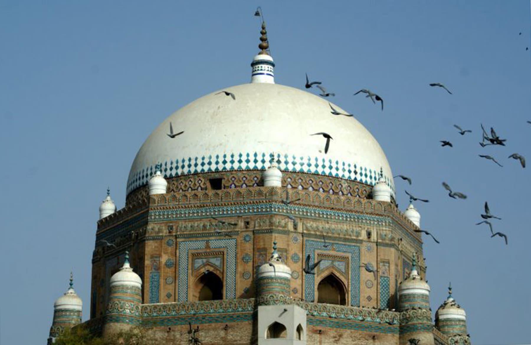 مقبرہ شاہ رکنِ عالم ملتان —فوٹو عبیداللہ کیہر