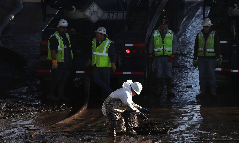 پتھروں کے سیلاب سے 100 سے زائد گھر تباہ ہوگئے — فوٹو: اے ایف پی