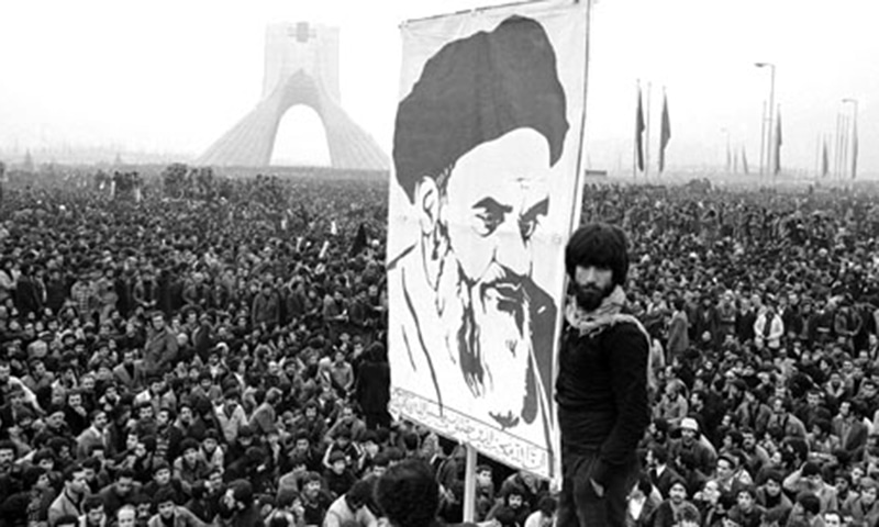 1978ء میں تہران میں منعقدہ شاہ مخالف مظاہرے میں شریک لوگوں کی ایک بڑی تعداد—اے پی