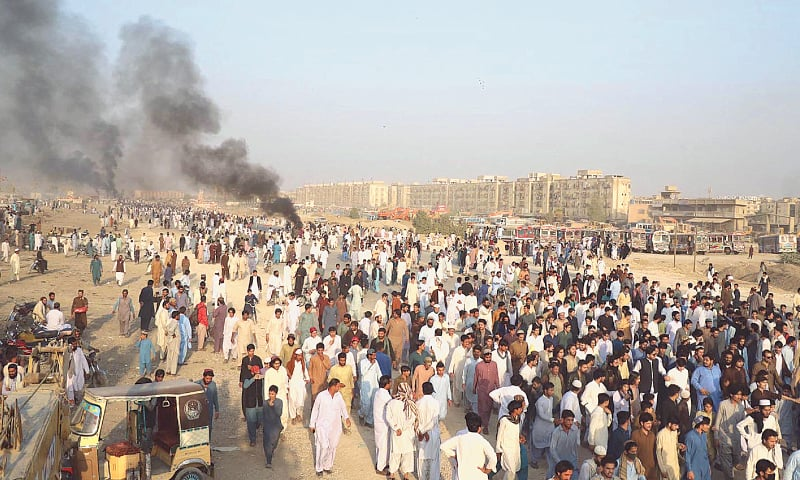 KARACHI: An angry crowd blocks the Superhighway at Al-Asif Square on Friday during a protest against the alleged extrajudicial killing of a resident of Waziristan Naqeeb Ullah Mehsud.—Online