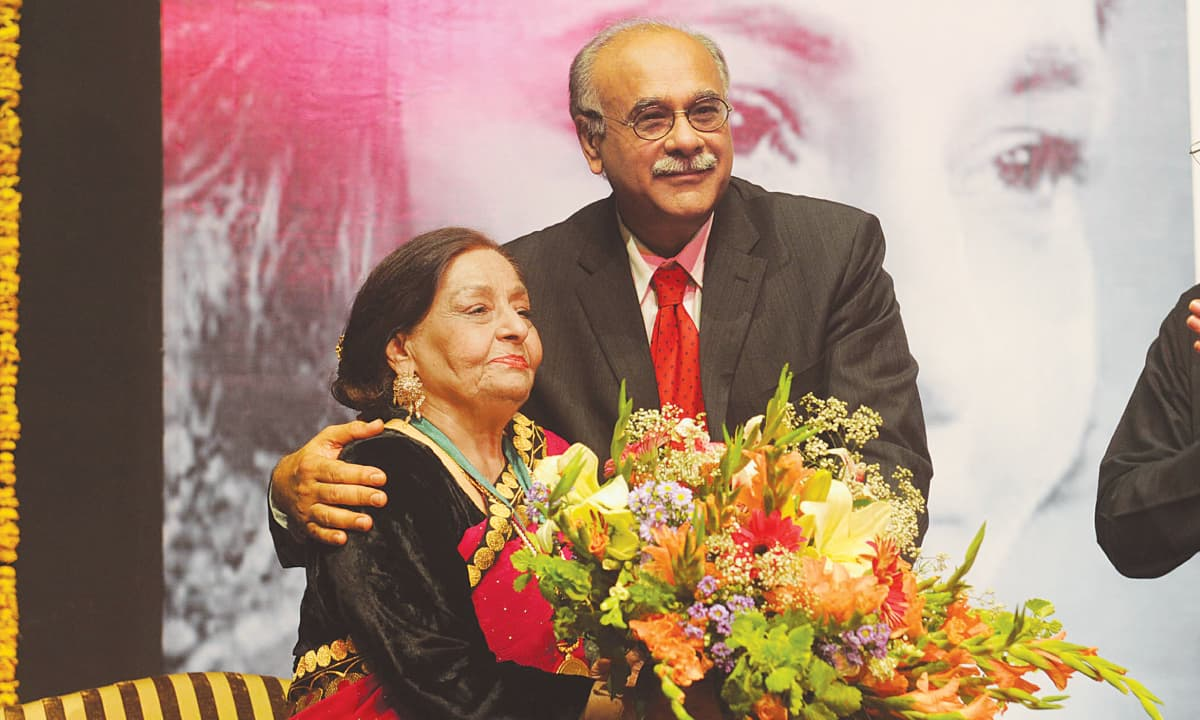 Najam Sethi with singer Farida Khanum | M Arif, White Star