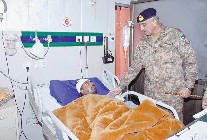 Chief of the Army Staff Gen Qamar Javed Bajwa visits CMH Sialkot to meet those injured in recent Indian shelling.—INP