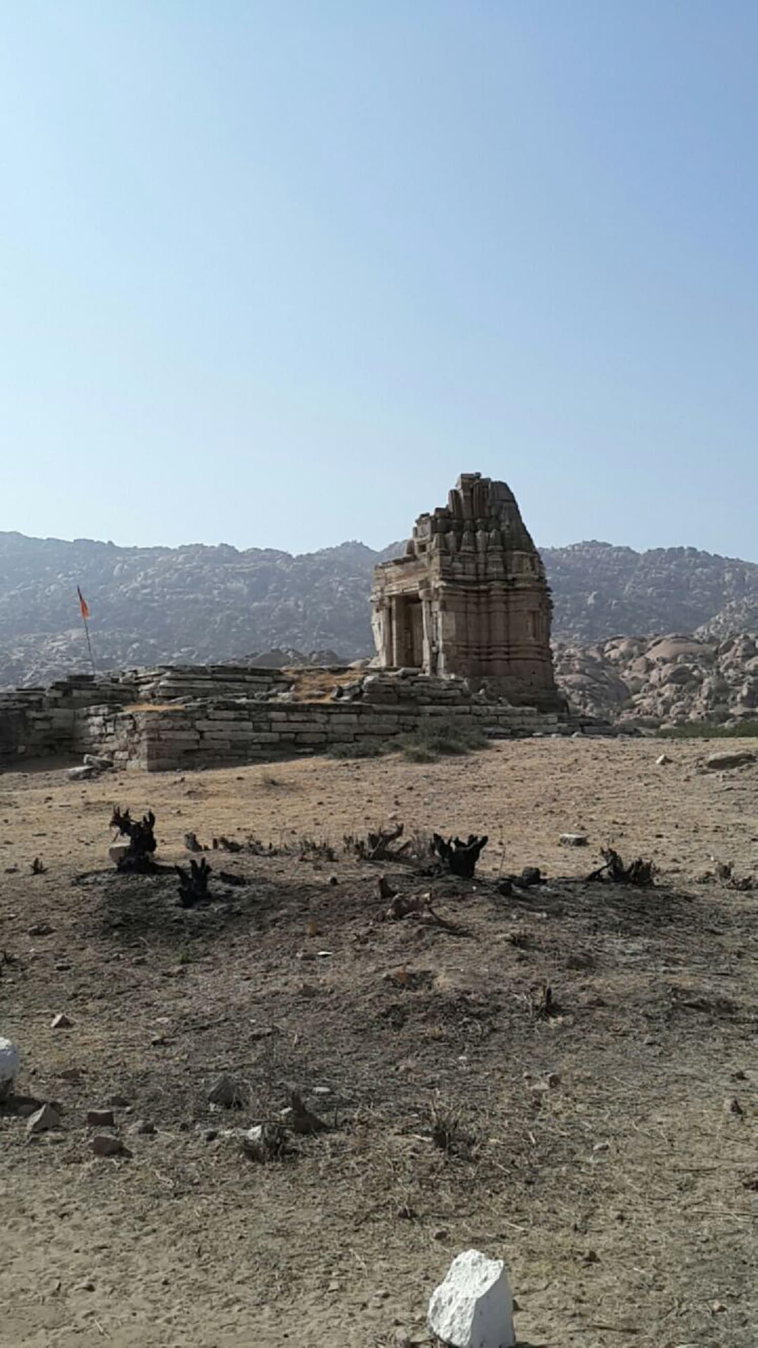 A small Jain temple in Bhodesar.