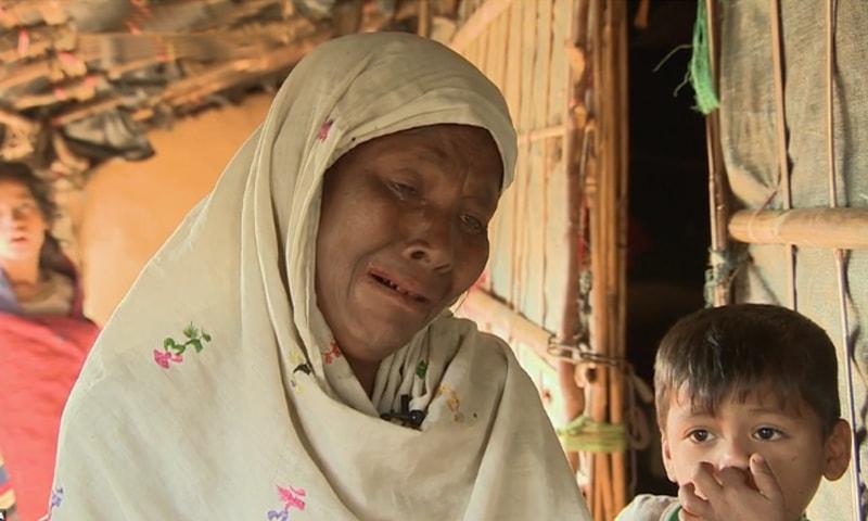 غم زدہ ماں نویونا اپنی بیٹی یاسمین کی واپسی کی منتظر ہے — فوٹو بشکریہ الجزیرہ