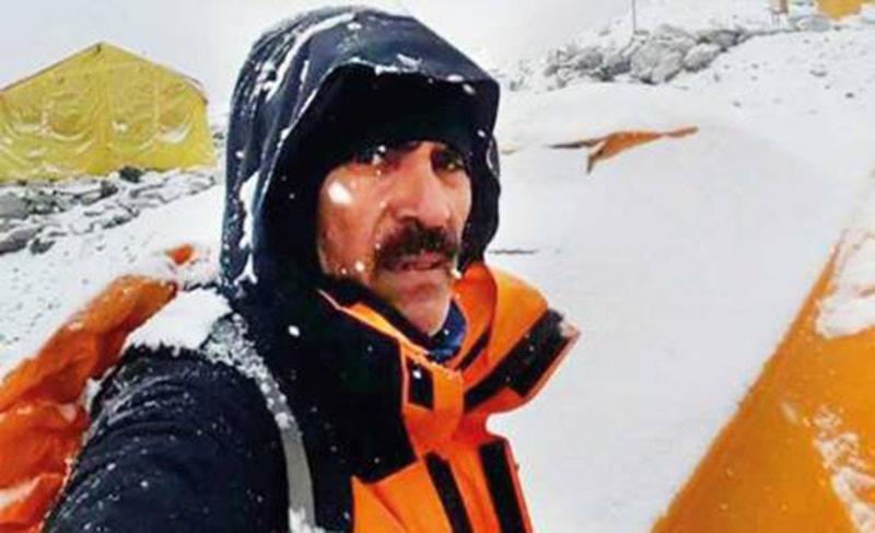 گزشتہ برس ماؤنٹ ایورسٹ سَر کرنے والے اسلام آباد کے جبار بھٹی۔