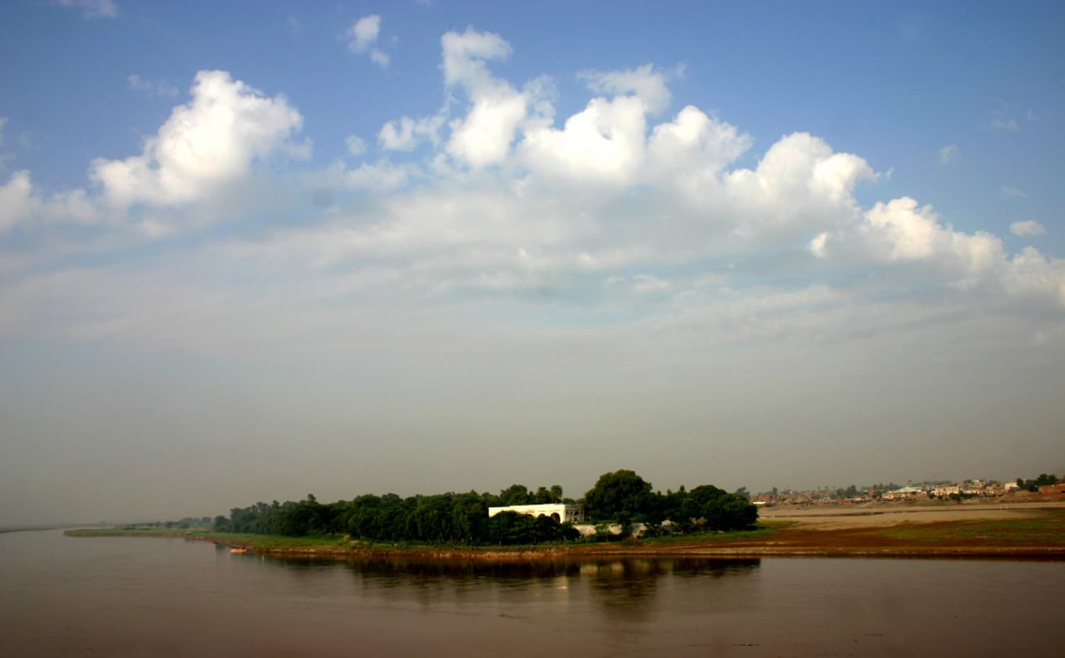The baradari of Kamran Mirza stands on an island on the Ravi river. (Photo credit: Shaista Bukhari. CC BY-SA 3.0).