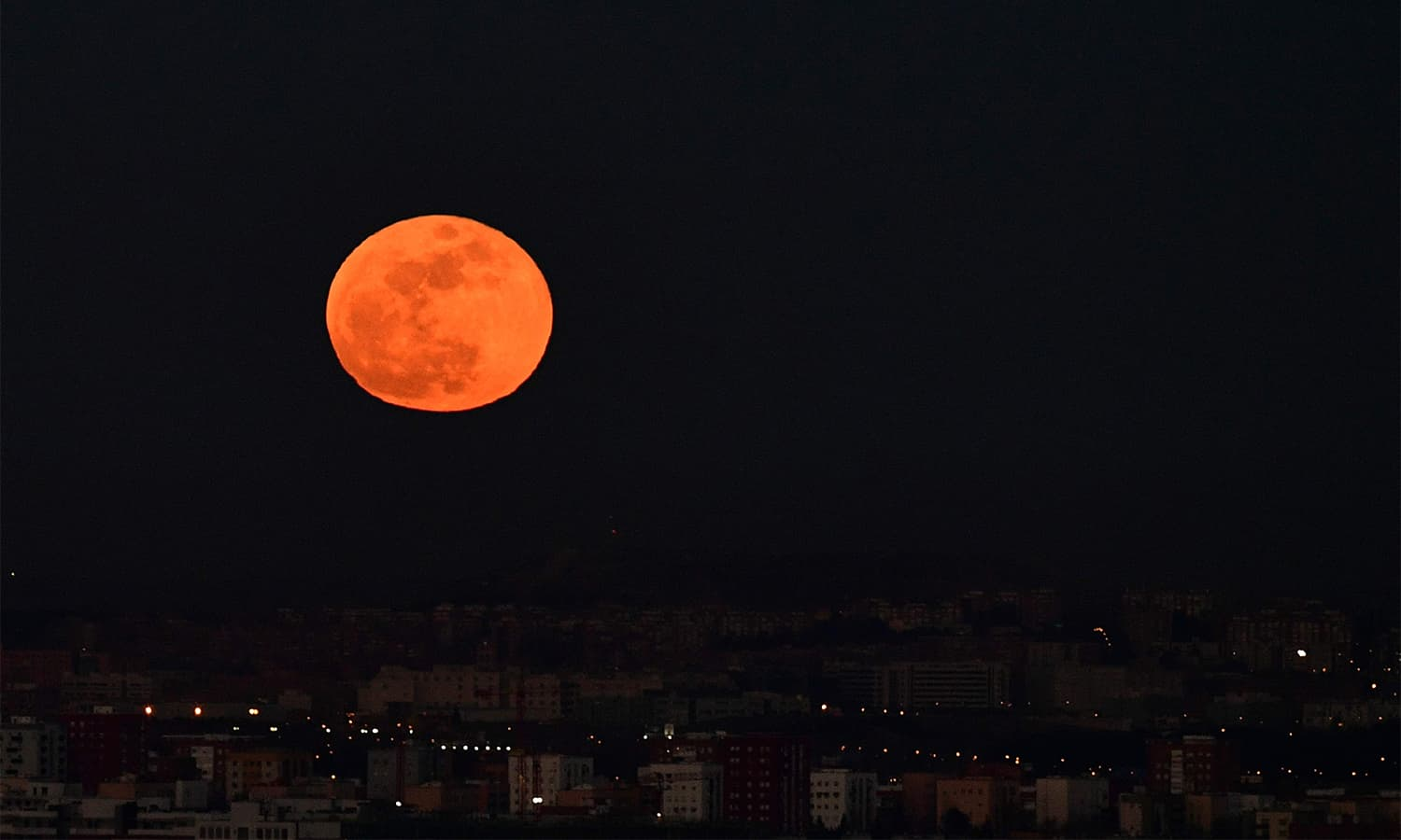 A picture taken on January 31 shows the moon rising over Madrid.— AFP